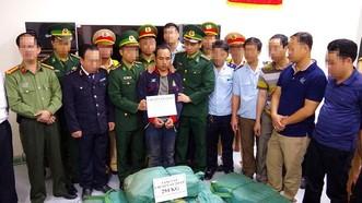 人贓並獲運送294公斤冰毒的歹徒。(圖源:江孟)