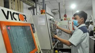 維新公司投資新技術以製造精密機械商品。