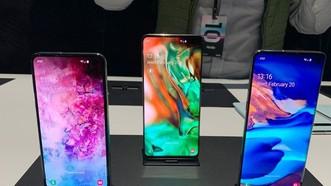 左起:S10e、S10+及S10屏幕分別達到5.8吋、6.4吋及6.1吋。(圖源:互聯網)