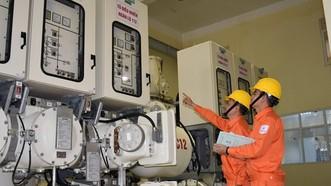 電力公司在檢查系統。(圖源:EVN)
