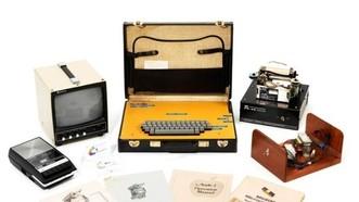 連同Apple-I電腦拍賣的還有使用手冊及微處理器等。(圖源:互聯網)