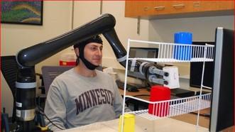 機器人手臂可以用思想控制,不需要腦植入。(圖源:互聯網)