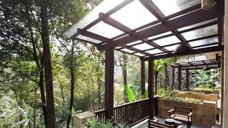 獲綠樹環抱的巴韋酒店。(圖源:互聯網)