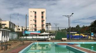 發生溺水事故的游泳池。(圖源:何芳)