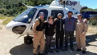 美一家三口被困湍急瀑布終獲救。(圖源:互聯網)