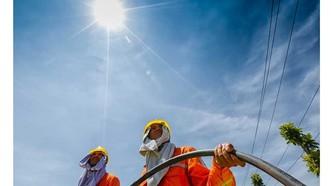 """Trời nắng nóng 40°C, chuyên gia cảnh báo hạn chế ra đường, phòng """"sốc nhiệt"""""""