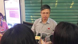 Ông Nguyễn Sỹ Cương trao đổi với báo giới về tình trạng xâm phạm, dâm ô trong thang máy
