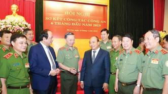 Thủ tướng Nguyễn Xuân Phúc với các đại biểu dự hội nghị. Ảnh: TTXVN