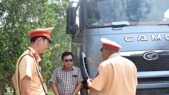 Xe tải chở quá tải bị xử phạt 18 triệu đồng