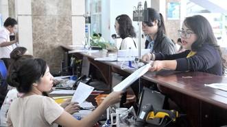 Doanh nghiệp quyết toán thuế tại Cục Thuế TPHCM. Ảnh: CAO THĂNG