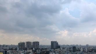 Bầu trời tại TPHCM u ám do bụi mịn vào trưa ngày 23-9