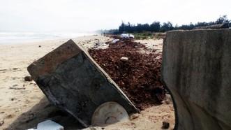 Kè chắn sóng Tam Quan tốn kém gần 80 tỷ đồng đầu tư, mới đưa vào sử dụng đã vỡ tan hoang