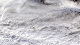 Ảnh vệ tinh ghi lại khoảnh khắc thiên thạch di chuyển trên biển Bering. Ảnh: NASA