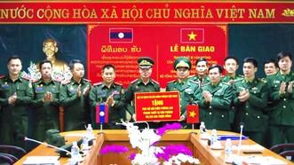 Trao tặng Bộ đội Biên phòng Lào  thiết bị văn phòng trị giá 600 triệu đồng