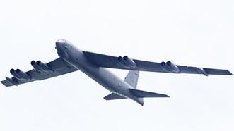Máy bay ném bom B-52 của Mỹ. Ảnh: Reuters