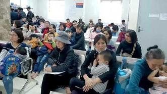 Nhiều gia đình ở Thuận Thành đưa trẻ nhỏ lên Hà Nội xét nghiệm sán heo