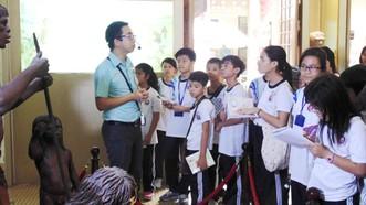 Một tiết học Lịch sử của học sinh Trường THCS Trần Văn Ơn (quận 1) tại bảo tàng. Ảnh: THU TÂM