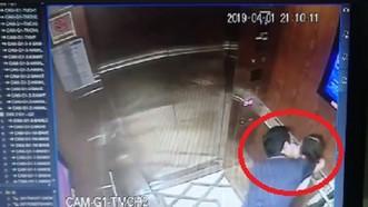 Hình ảnh vụ việc Nguyễn Hữu Linh sàm sỡ bé gái trong thang máy. Ảnh cắt từ clip
