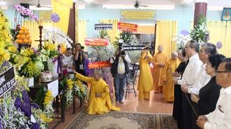 Lãnh đạo TPHCM viếng Ni trưởng Thích nữ Ngoạt Liên