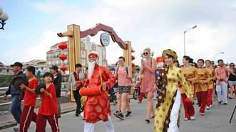 """Phố cổ Hội An rước """"Sắc bùa chúc Xuân"""" tại hội Tết Nguyên đán"""