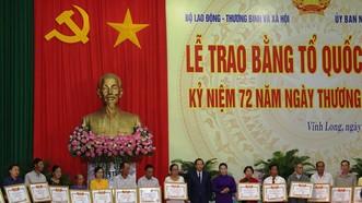 Chủ tịch Quốc hội Nguyễn Thị Kim Ngân dự lễ trao bằng Tổ quốc ghi công