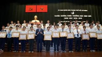 Lễ tuyên dương khen thưởng học sinh giỏi năm học 2018-2019 nhằm tôn vinh 618 học sinh giỏi tiêu biểu, đã đạt nhiều thành tích nổi bật trong năm học. Ảnh: HOÀNG HÙNG