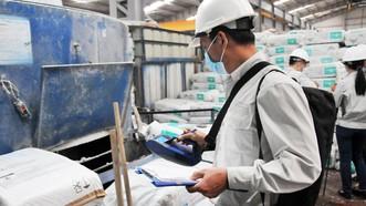 Amiăng trắng vẫn đang được sản xuất và sử dụng khá phổ biến tại nước ta