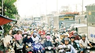 Phương tiện giao thông từ ĐBSCL vào TPHCM theo quốc lộ. Ảnh: CAO THĂNG