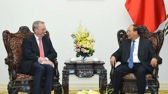 Thủ tướng Nguyễn Xuân Phúc tiếp ông Eric Schmidt, Chủ tịch điều hành Tập đoàn Alphabet (công ty mẹ của Google). Ảnh: VGP