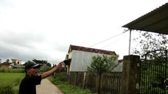 """20 hộ dân gần 5 năm dùng nhờ điện """"hàng xóm"""""""