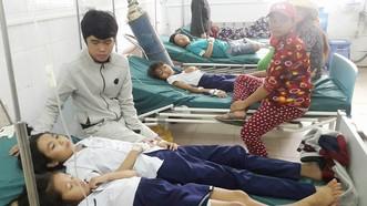 Các học sinh có biểu hiện bị ngộ độc cấp cứu tại bệnh viện