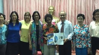 Nữ nhà báo Marta Rojas Rodrigues (giữa) cùng ban lãnh đạo  Liên hiệp các tổ chức hữu nghị TPHCM và Hội hữu nghị Việt Nam - Cuba TPHCM