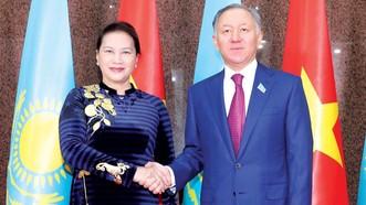 Chủ tịch Quốc hội Nguyễn Thị Kim Ngân hội đàm Chủ tịch Hạ viện Kazakhstan Nurlan Nigmatulin
