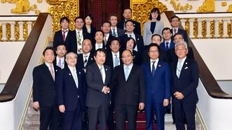 Thủ tướng Nguyễn Xuân Phúc tiếp Chủ tịch Phòng Thương mại và Công nghiệp Osaka do ông Hiroshi Ozaki dẫn đầu, đang có chuyến thăm Việt Nam. Ảnh: VGP