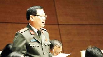 Đại biểu Quốc hội tỉnh Nghệ An Nguyễn Hữu Cầu phát biểu ý kiến