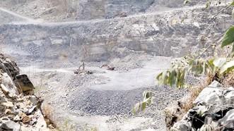 Hiện trường khai thác ở cụm mỏ đá Dĩ An