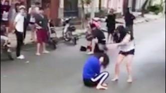 Xôn xao clip cô gái dùng nón bảo hiếm đánh nữ sinh giữa đường