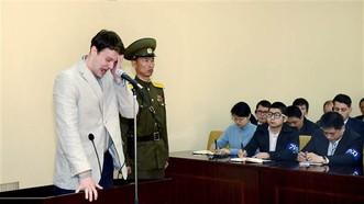 Sinh viên Mỹ Otto Warmbier ra tòa ở CHDCND Triều Tiên ngày 16-3-2016. Ảnh: KCNA