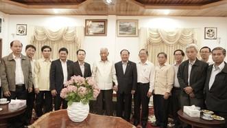Đồng chí Khamtay Siphandon  đoàn đại biểu cấp cao TPHCM do đồng chí Tất Thành Cang, Ủy viên Trung ương Đảng, Phó Bí thư Thường trực Thành ủy TPHCM dẫn đầu