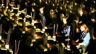 Tối 26-7, lễ thắp nến tri ân các Anh hùng Liệt sĩ đã diễn ra tại 3.077 Nghĩa trang Liệt sĩ trong cả nước