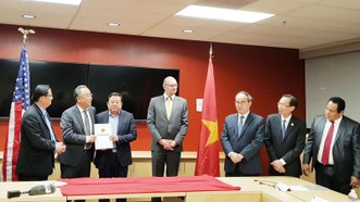 Hình ảnh tại lễ trao giấy chứng nhận đầu tư cho 3 dự án đầu tư vào Khu Công nghệ cao TPHCM. Ảnh: KHẮC VĂN