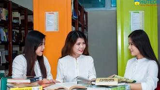 市科技大學學生與美籍心理學教授交流。