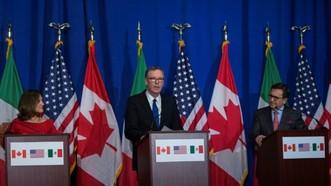加拿大外交部長克里斯蒂婭·弗里蘭(左)、美國貿易代表羅伯特·萊特希澤(中)和墨西哥經濟部長伊爾德方索·瓜哈爾多17日在華盛頓出席新聞發佈會。(圖源:AFP)