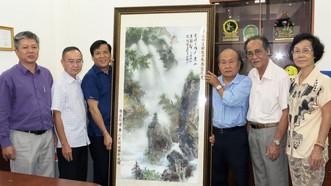 華人美術俱樂部祝賀本報