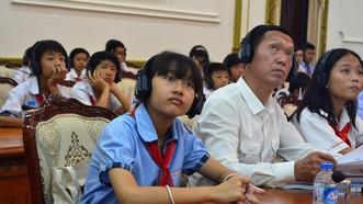 市人委會領導昨(18)日與本市兒童代表會晤一隅。(圖源:嶺鴻)