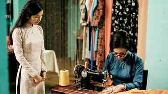 《西貢三小姐》中的一幕。