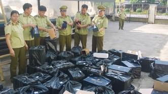 Quản lý thị trường Hà Tĩnh đang kiểm đếm lô hàng rượu tang vật