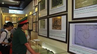 """Một góc triển lãm bản đồ và trưng bày tư liệu """"Hoàng Sa, Trường Sa của Việt Nam – Những bằng chứng lịch sử và pháp lý"""" tại TP Huế"""