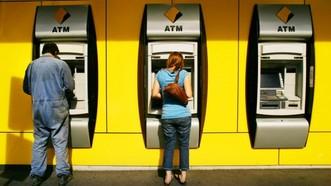 Các máy gửi tiền CBA sử dụng, được thiết kế để chấp nhận tiền gửi đi dưới hình thức cả tiền mặt và cheque. Ảnh : Financial Review