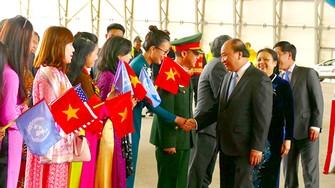 Thủ tướng Nguyễn Xuân Phúc gặp gỡ cán bộ ngoại giao Việt Nam tại Hoa Kỳ         Ảnh: LÊ KIÊN